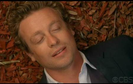 Mentalist Simon Baker Patrick Jane Throwing Fire faint leaves screencaps images photos pictures