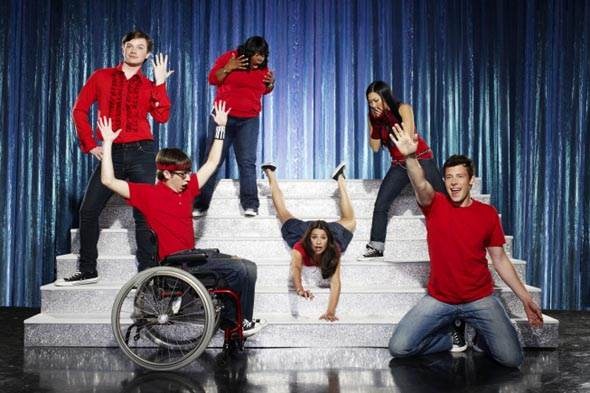 http://www.tvovermind.com/wp-content/uploads/2009/12/glee-cast.jpeg