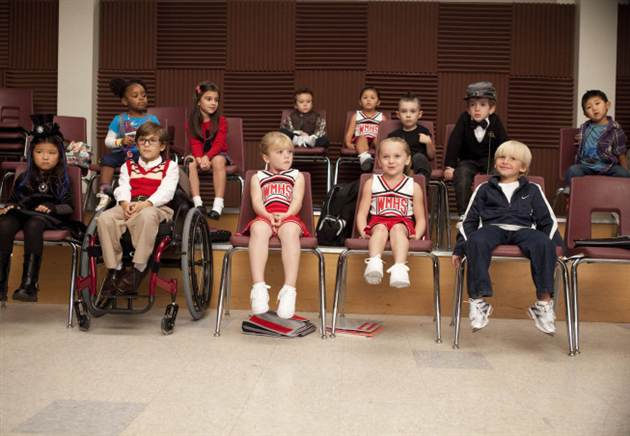 Glee: Gwyneth Sings Sneak Peek, Mini Gleeks & Behind the Scenes