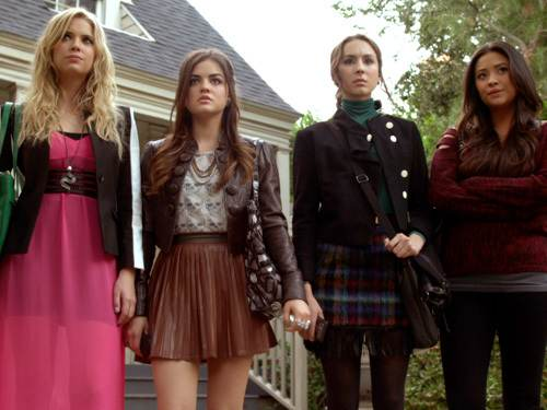 Pretty Little Liars Sneak Peeks: Toby's Back and the Girls Uncover a Big Clue