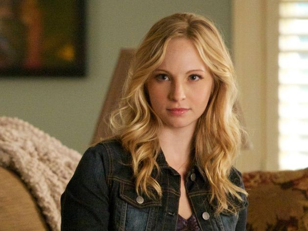 The Vampire Diaries Sneak Peek: Elena Worries About Damon and Calls Caroline For Help