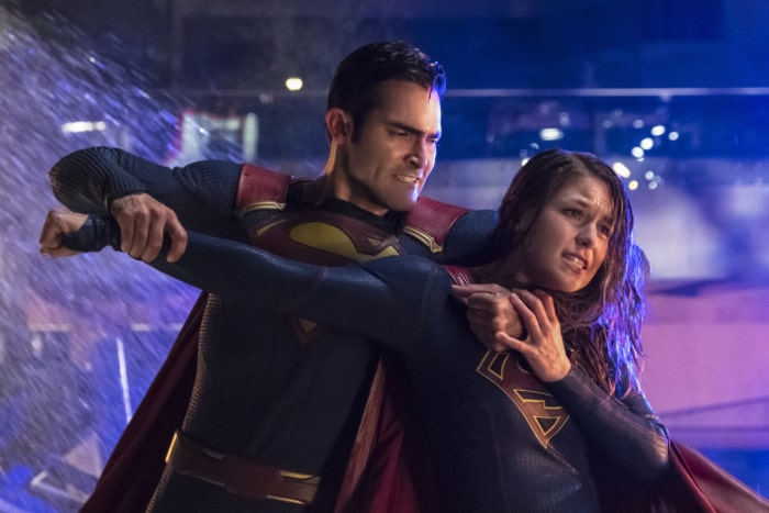 Supergirl Season 2 Finale Kara vs Kal battle