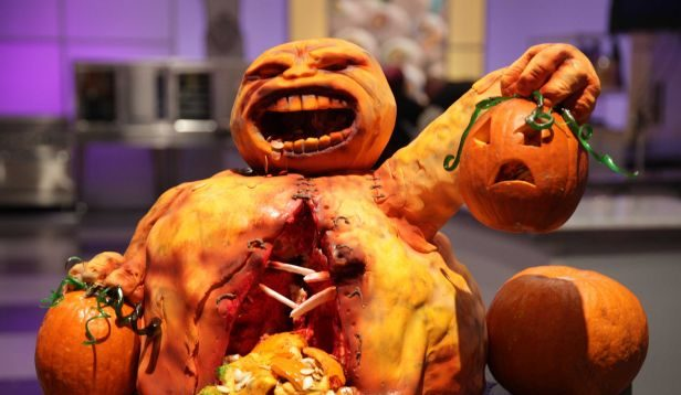 halloween wars is a reality competition on food network it is produced by the super delicious the creators of cake wars and cupcake wars
