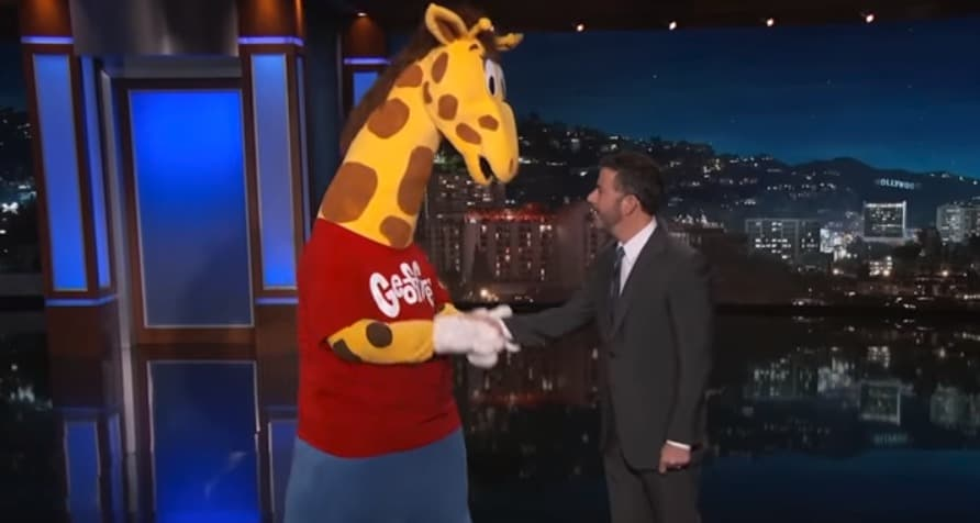 Jimmy Kimmel Consoles Geoffrey The Giraffe Over Toys R Us Closing